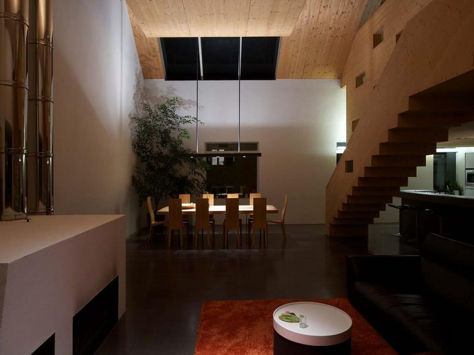 Penthaus Wohn-Essbereich bei Nacht