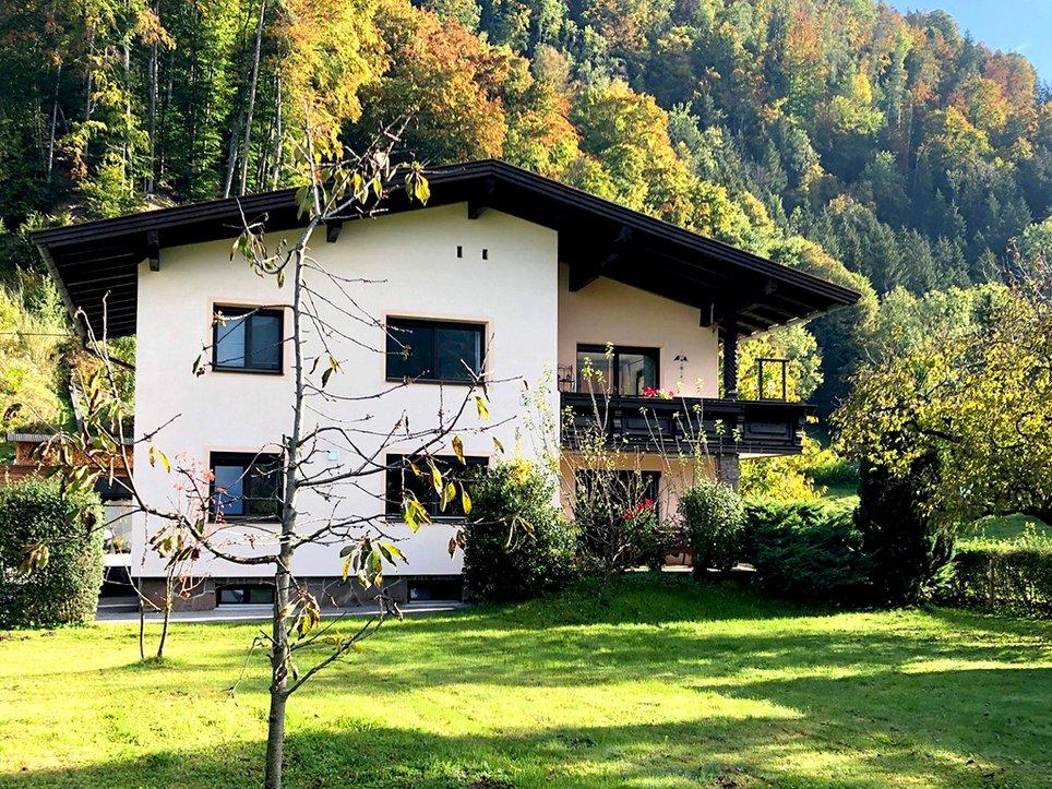 Außenansicht Haus mit Garten